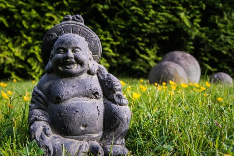 szobor a kertben