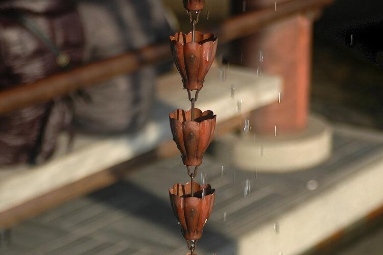 Vízvezető lánc: Így vezesd az esővizet (pazar vizuális élményt nyújtva)