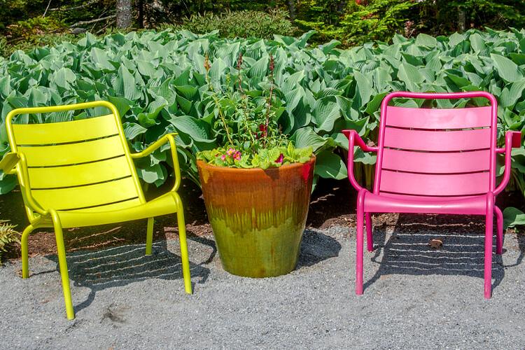 színes kerti székek