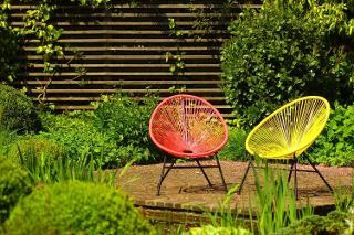 színes kerti bútorok
