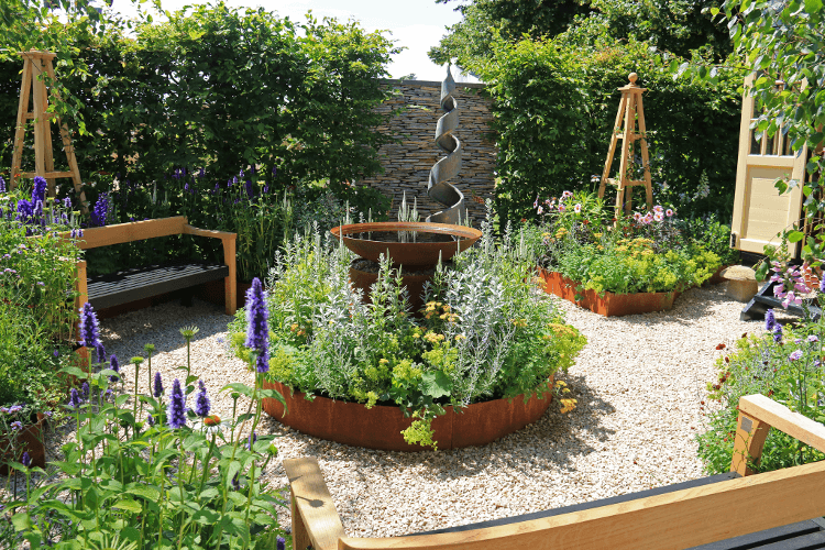 modern kerti szobor